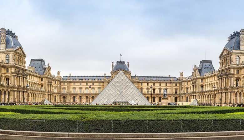 Descubra o Museu do Louvre a bordo do Big Bus