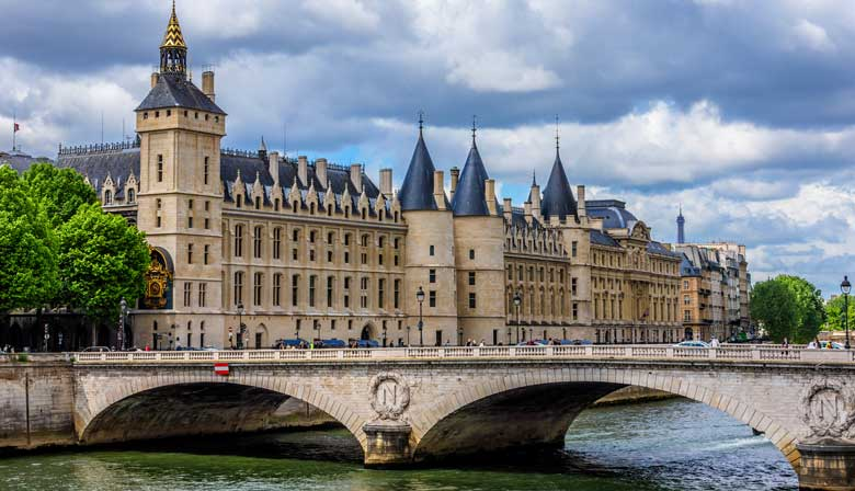 Views of the Conciergerie from your cruise