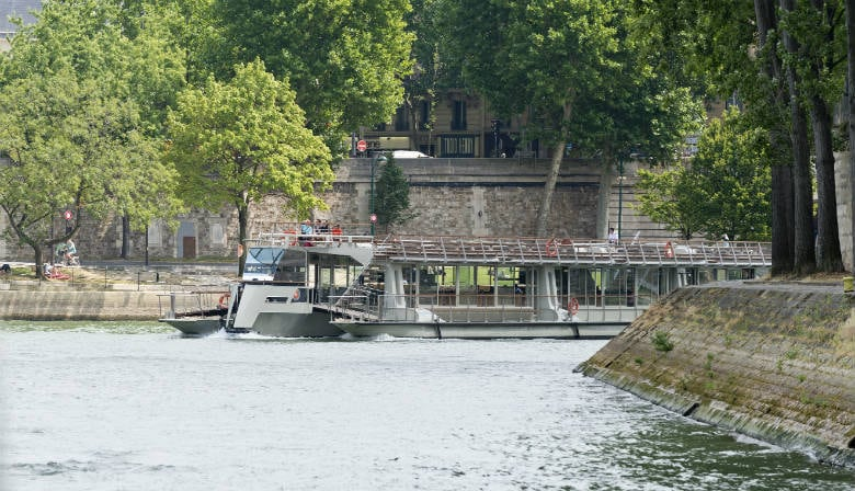 Enjoy a Seine river with the Bateaux Parisiens