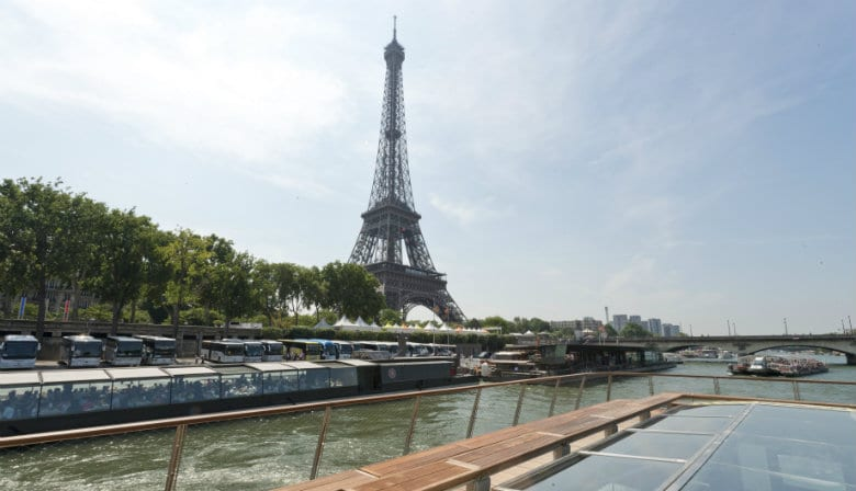 Bateaux Parisiens Seine river by the Eiffel Tower
