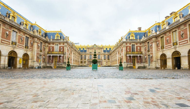 The entry courtyard to the Palace of Versailles
