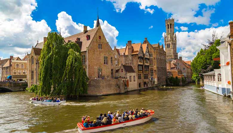 Cruise on the canal of Bruges