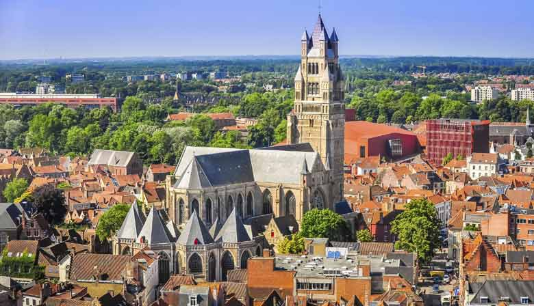 Visit the chruch of Bruges