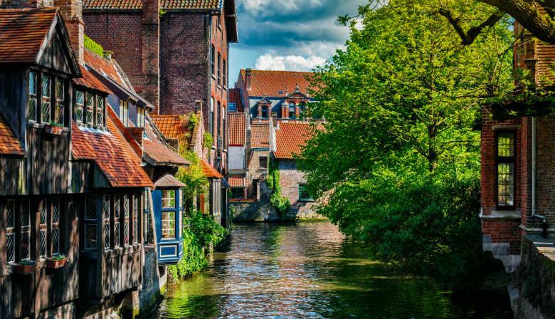 Canal traversant la ville de Bruges