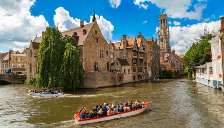 Croisière sur le canal de Bruges l'été