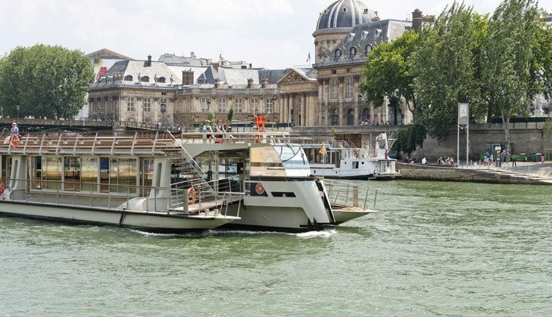 Bilhete para um cruzeiro no rio Sena