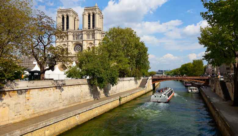 Ride on the Seine along Notre Dame
