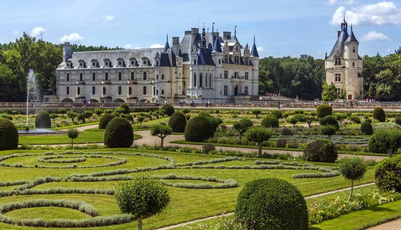The Chenonceau castle with the gardens