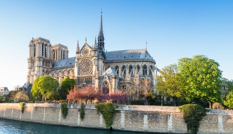 La célèbre cathédrale Notre Dame de Paris