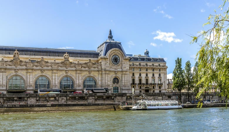 Musée d'Orsay by the Seine river