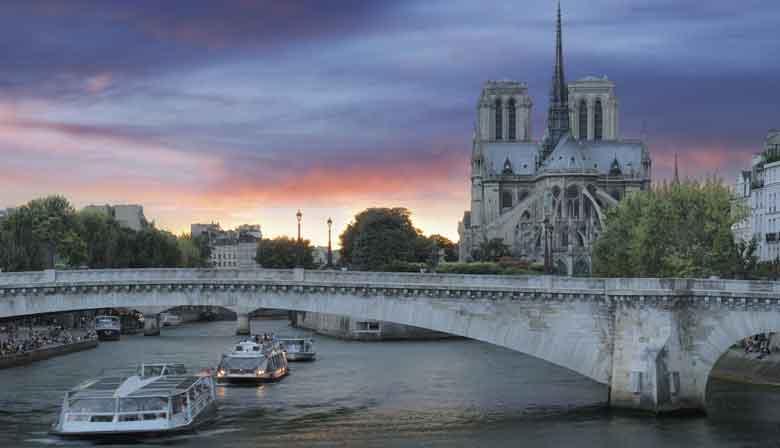 Notre Dame et la Seine de nuit