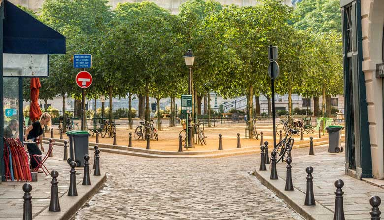 Discover the Place Dauphine in Paris