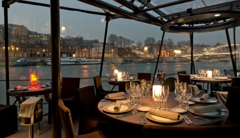 Dinner cruise on the Seine river
