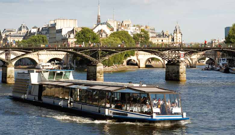 Romantic Seine River Lunch Cruise, Table at the bay window, Drinks included