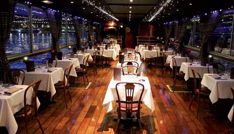 Bootsrestaurant für ein romantisches Abendessen