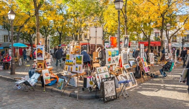 Admirez les œuvre des peintres sur la Place du Tertre de Montmartre