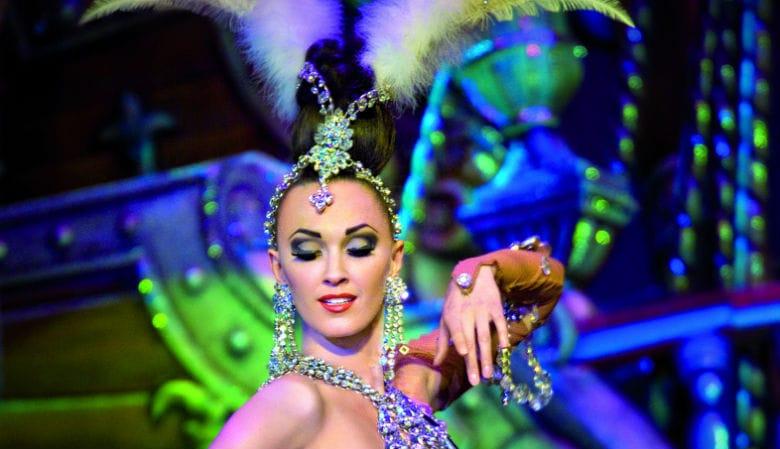 Dançarina do show Feerie no Moulin Rouge