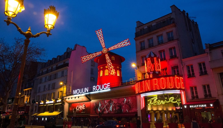 Cabaret du Moulin Rouge illuminé