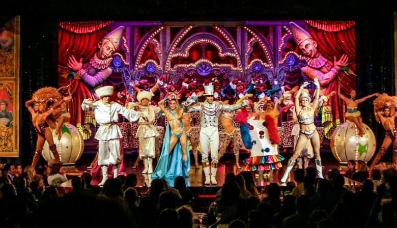 Finale du spectacle Moulin Rouge