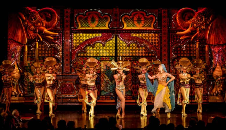 The incredible performance of the dancers at the Moulin Rouge