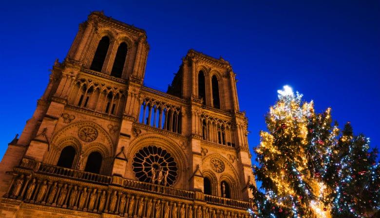 Noël à Paris avec les illuminations sur Notre Dame de Paris