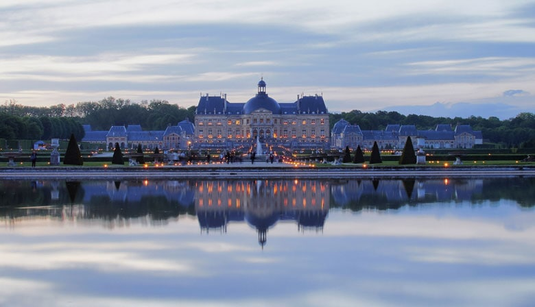 Tour to Vaux le Vicomte at night