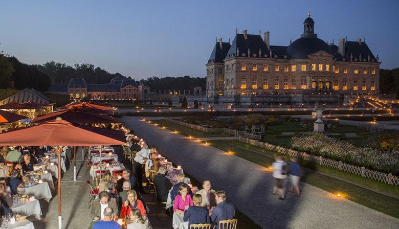 Cena en el restaurante Les Charmilles en Vaux le Vicomte