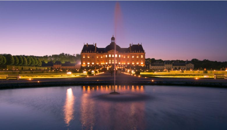 Discover Vaux le Vicomte Castle at night