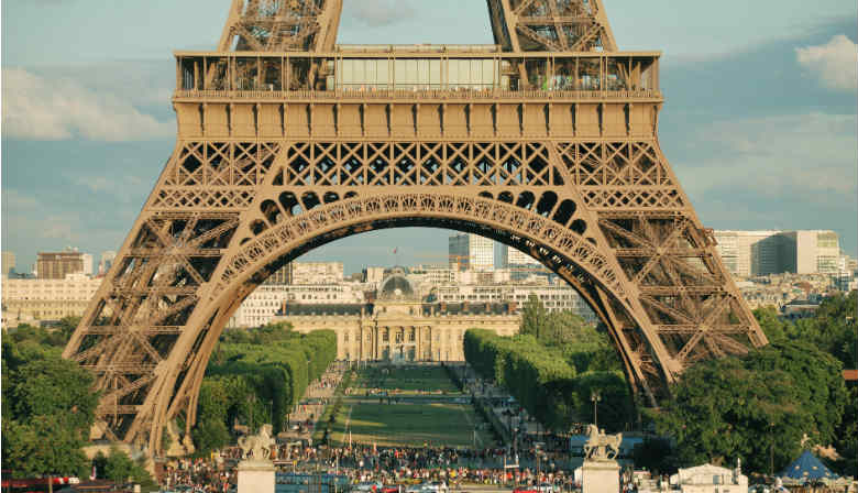 Jantar no primeiro andar da Torre Eiffel