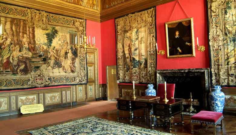 Visite de la salle du trône dans le château de Fontainebleau