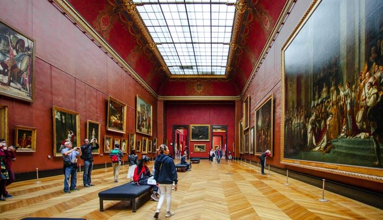 Discover famous paintings in the Louvre museum