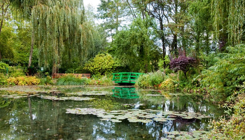 Visit the splendid gardens in Giverny