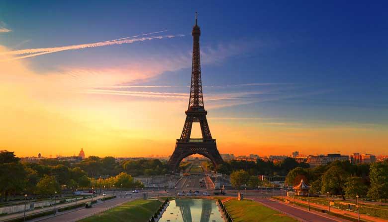 La Tour Eiffel au couché du soleil