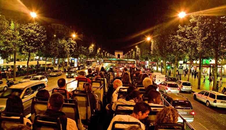 Paris bei Nacht: Citytour im Bus mit offenem Dach