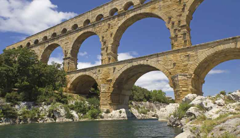 Discover the pont du Gard