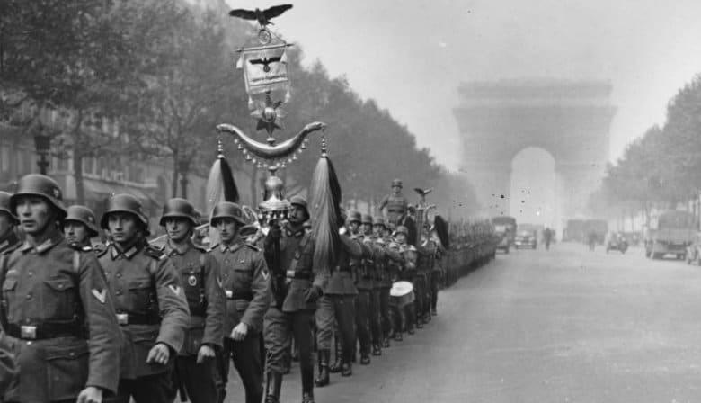 Paris Champs Elysées with World War II soldiers