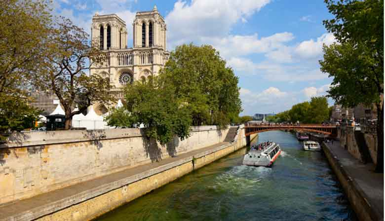 Seine cruise with panoramic view of Notre Dame
