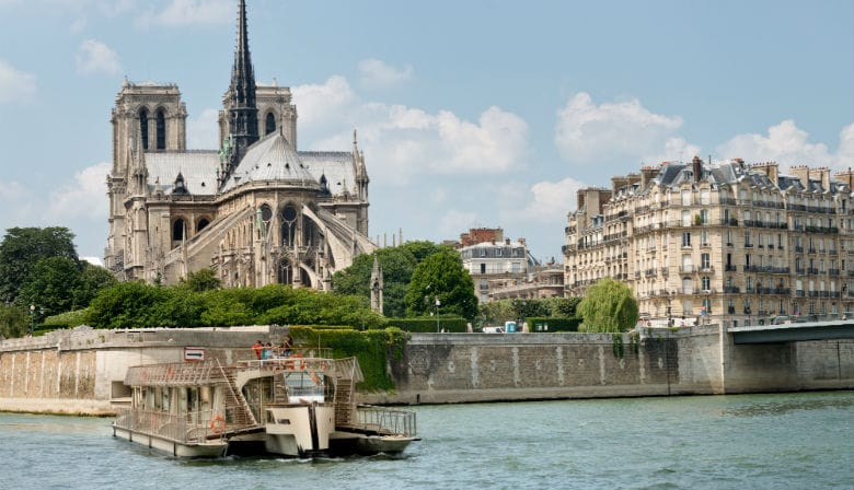 Visite Paris no rio Sena