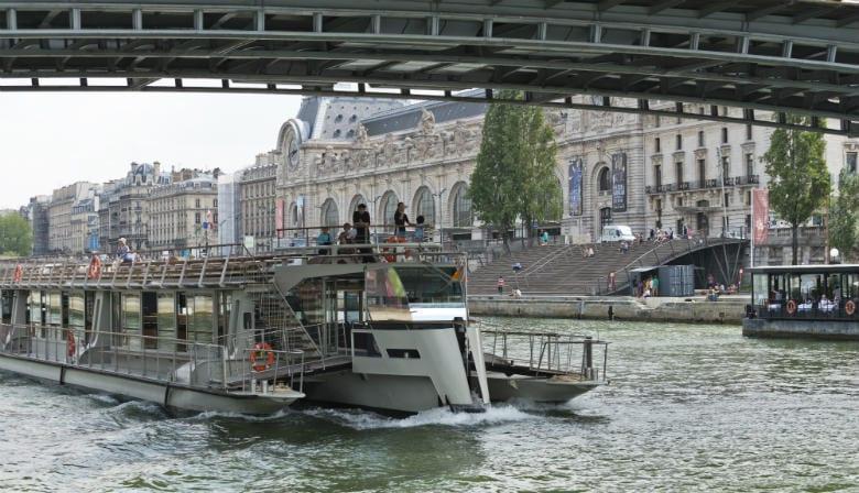 Experimente um cruzeiro no rio Sena em Paris