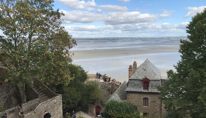 Stroll around the Mont Saint-Michel village