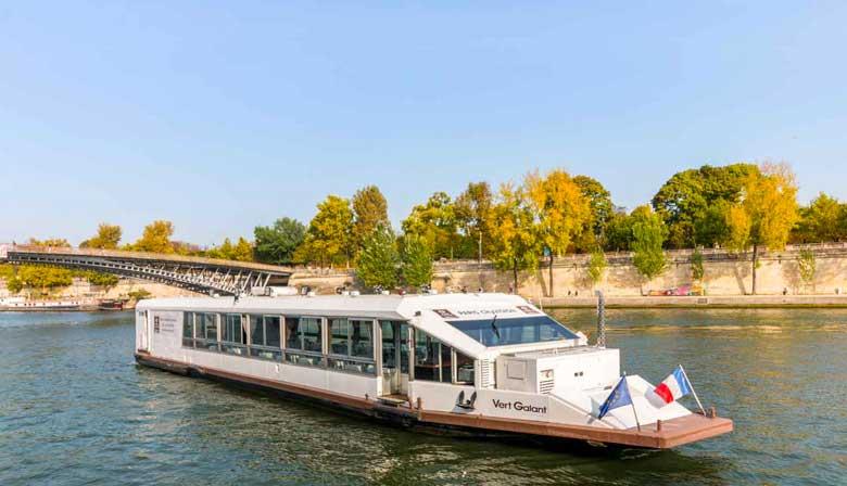 Bootsrestaurant an der Seine in Paris