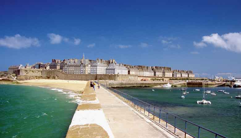 Visit Saint Malo and its ramparts