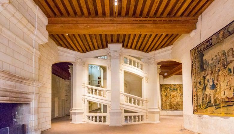 Escaleras majestuosas en el Chateau de Chambord