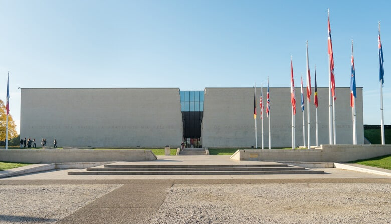 Visite o Memorial em Caen