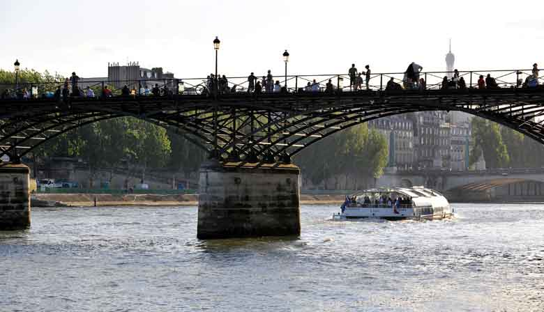 O Batobus e o Pont des Arts