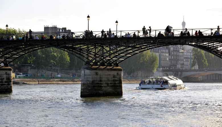 Cruise on the Batobus on the Seine in Paris