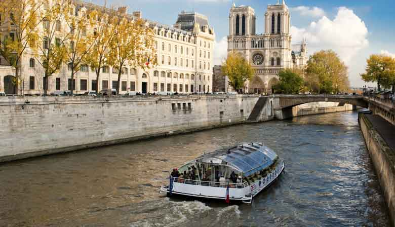Cruise on the Seine river