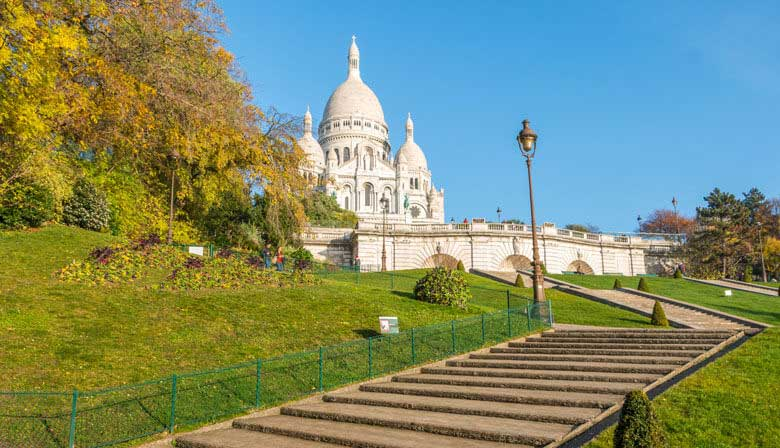 Guided City tour of the Historical Paris, Montmartre and the Louvre with Priority Access