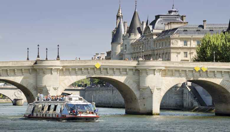 Discover Paris during a Seine cruise