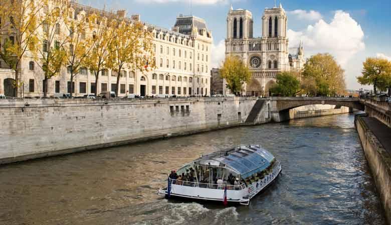 Seine Schifffahrt entlang der Notre Dame